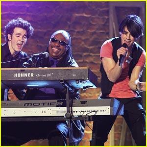 jonas-brothers-stevie-wonder-grammy-show